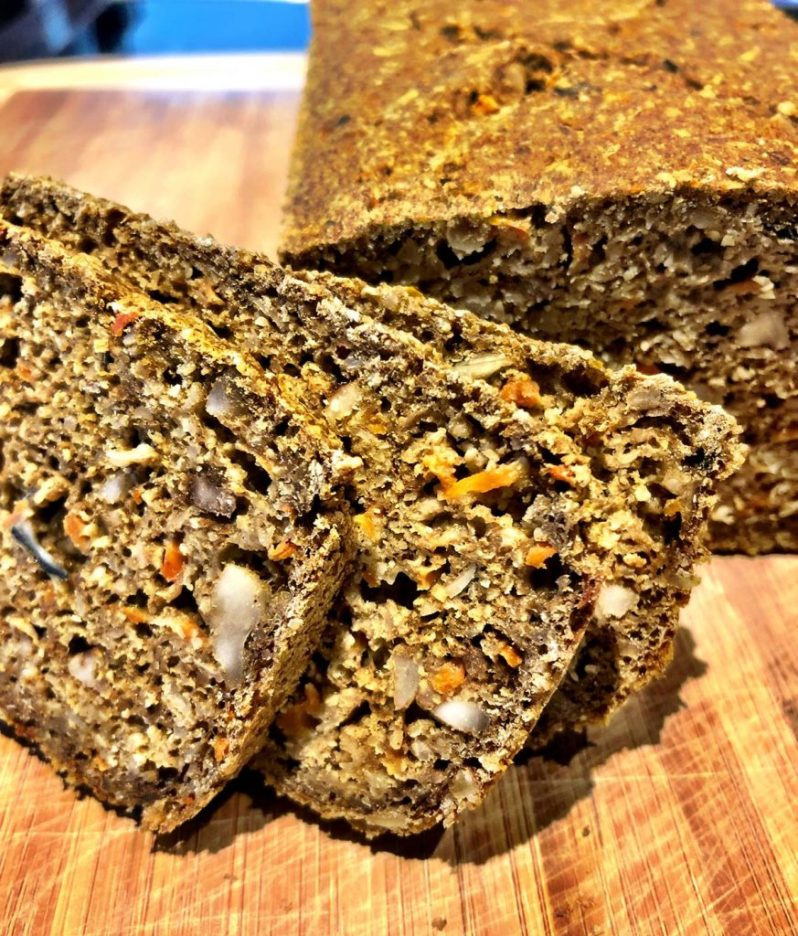 Glutenfreies Hirse-Karotten-Haferflocken Brot